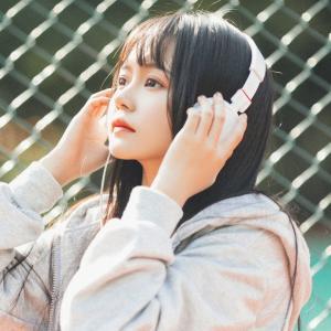 戴耳机的女生头像