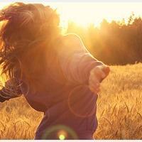 为你舍弃了一切_夕阳下逆光中的唯美伤感意境女生头像
