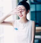 微笑不能抹去心里的忐忑 可爱的漂亮女生QQ头像
