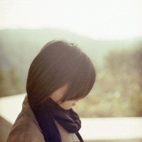 唯美小清新女生图片 轻吻你的脸颊